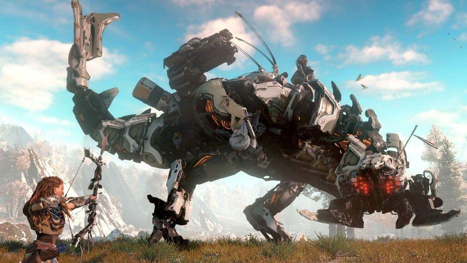 Aloy from Horizon Zero Dawn hunting a big mechanic dinosaur