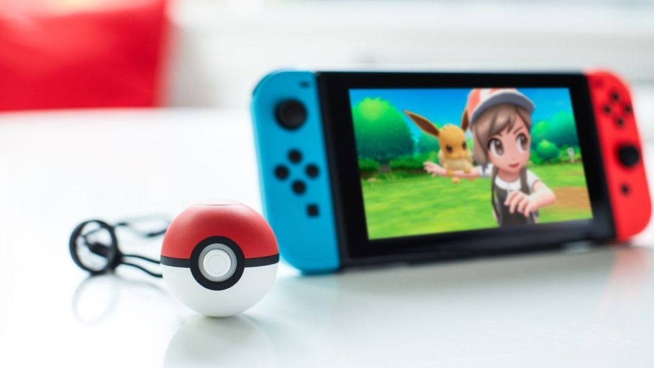 Pokemon: Let's Go, Eevee! with Poke Ball accessory