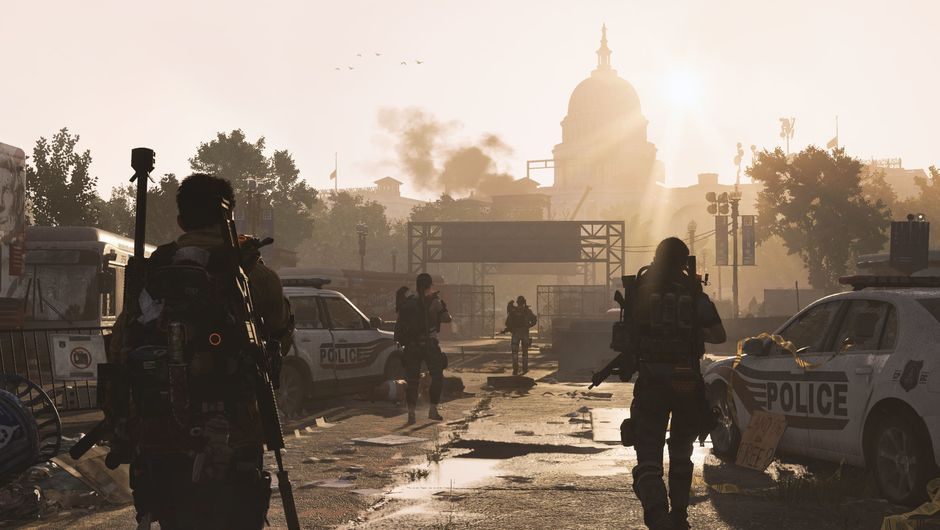 Picture of several SHD agents walking around in The Division 2