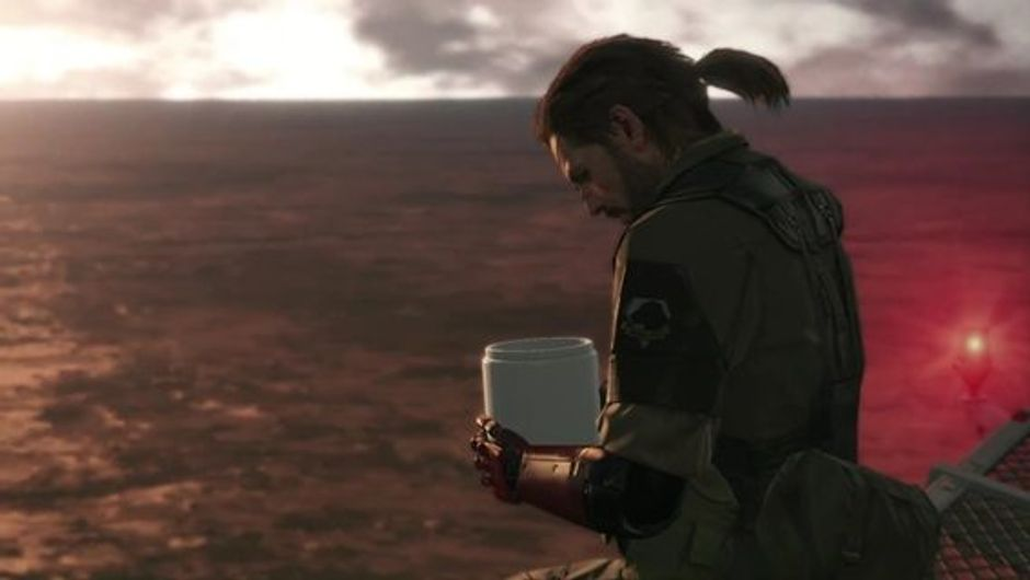 Snake is looking into a can in Metal Gear Solid V: The Phantom Pain