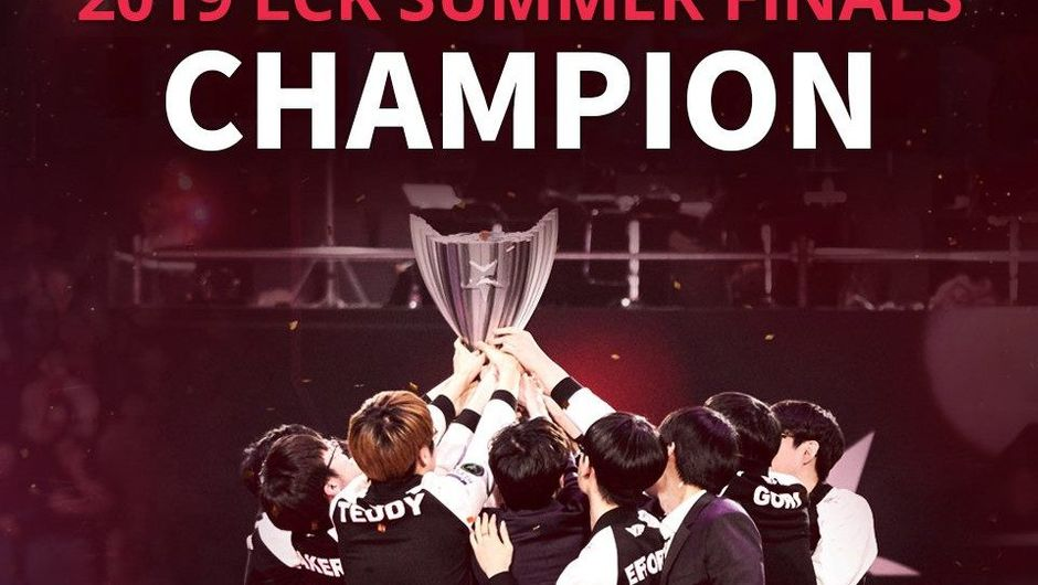 Picture of SKT T1 celebrating their Summer 2019 LCK title