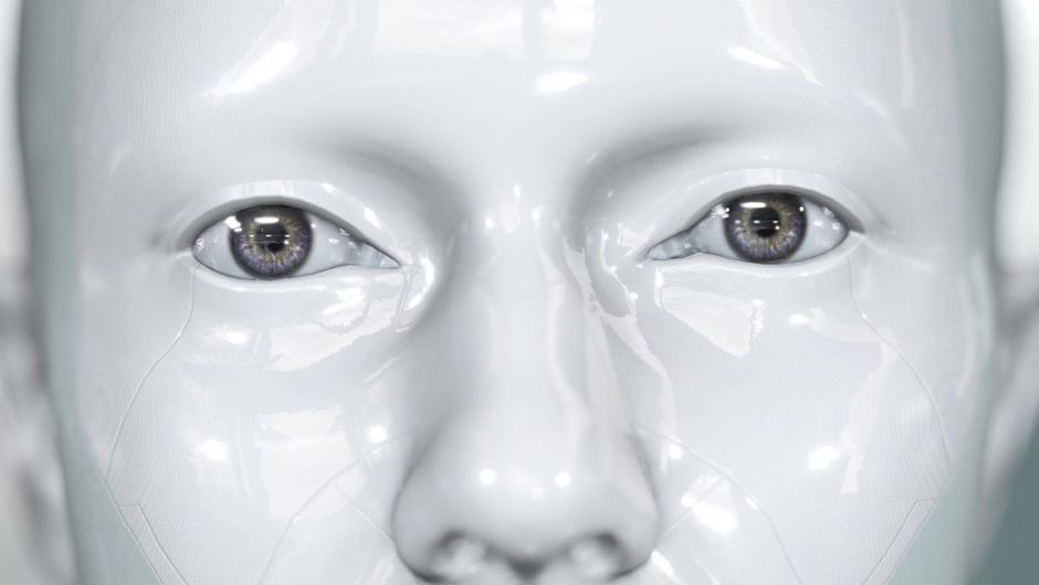 A face entirely white with reflections suggesting an android