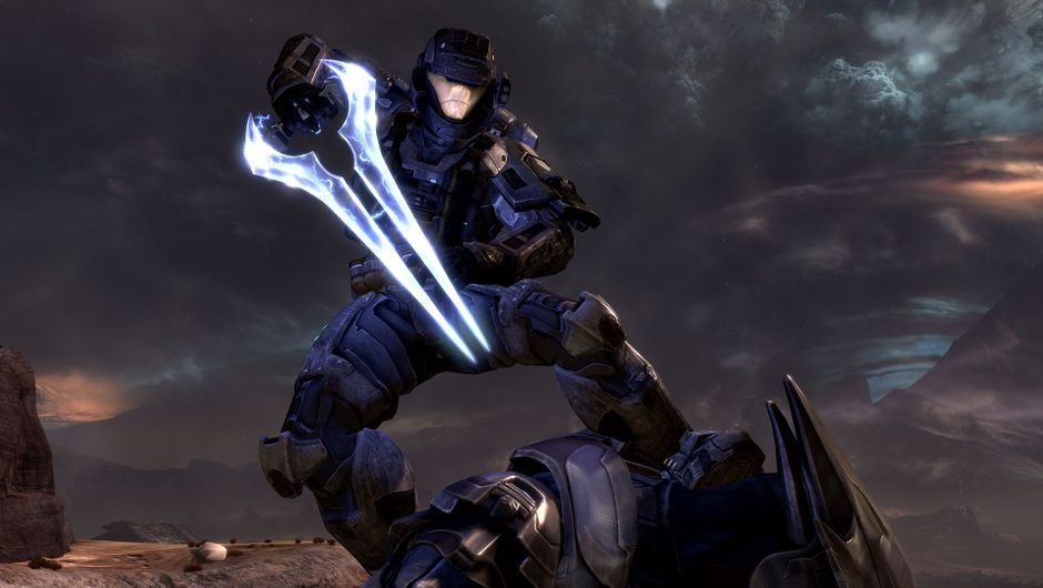 Master Chief wielding a glowing sword in Halo Reach