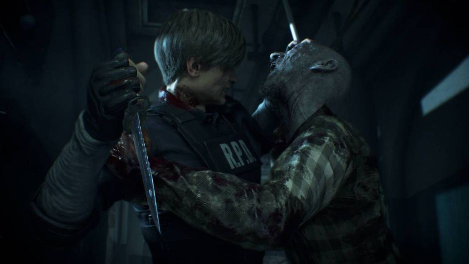 Leon fighting a zombie