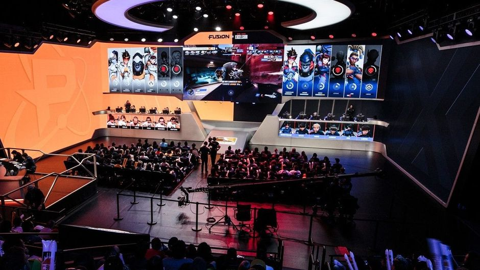 picture showing players competing in overwatch