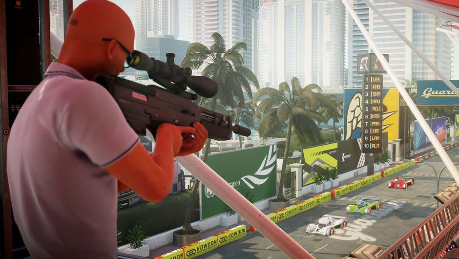 Agent 47, Hitman 2's protagonist sniping from a balcony
