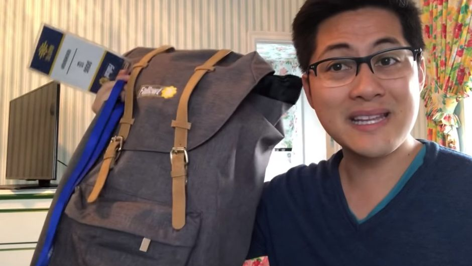 Picture of a YouTuber holding a canvas bag