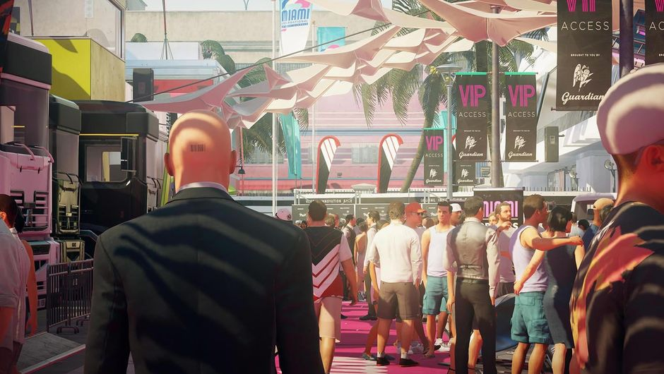 Agent 47 from Hitman 2 walking down a red carpet