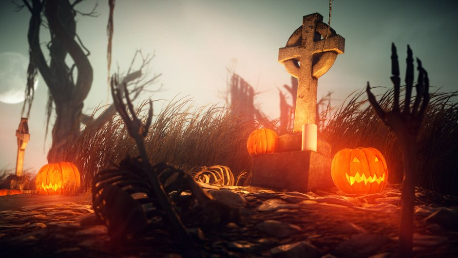 hitman 2 screenshot showing halloween decorations