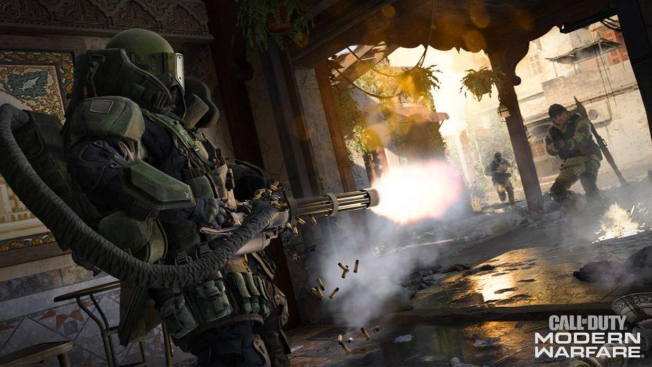 Modern Warfare screenshot showing a juggernaut firing a minigun