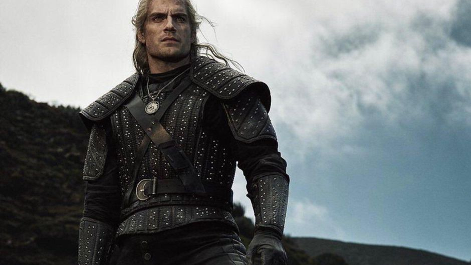 photo from netflix's witcher showing geralt of rivia in black armour