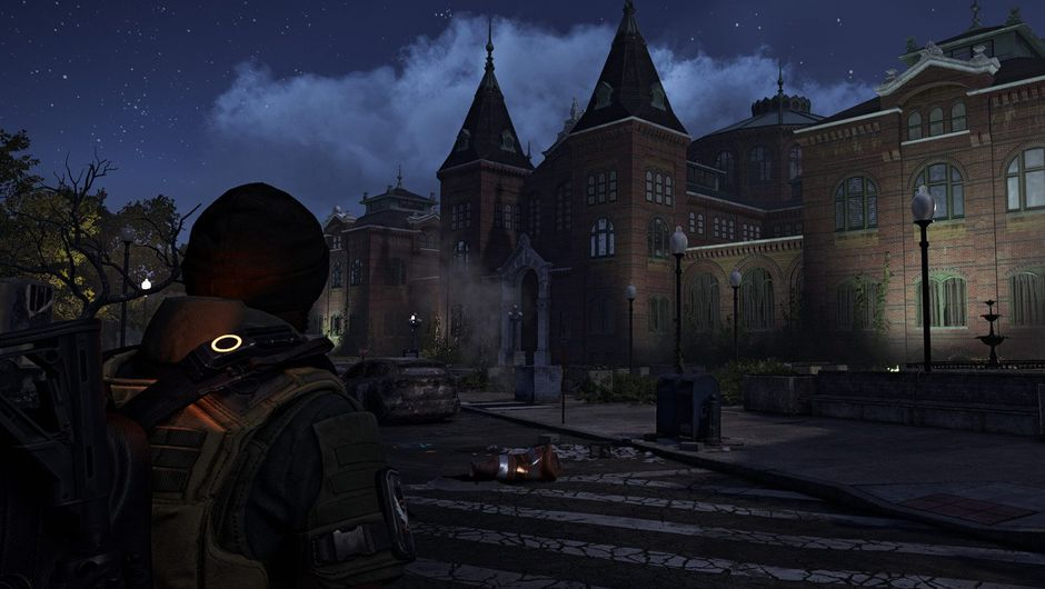 Picture of an agent looking at a building in The Division 2