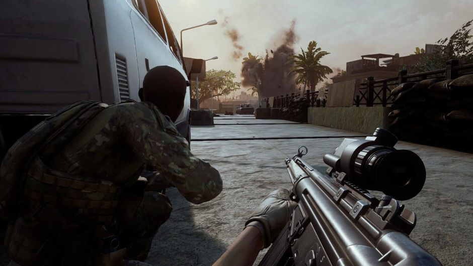 Screenshot from Insurgency: Sandstorm where two soldiers are leaning over a corner checking for enemies.