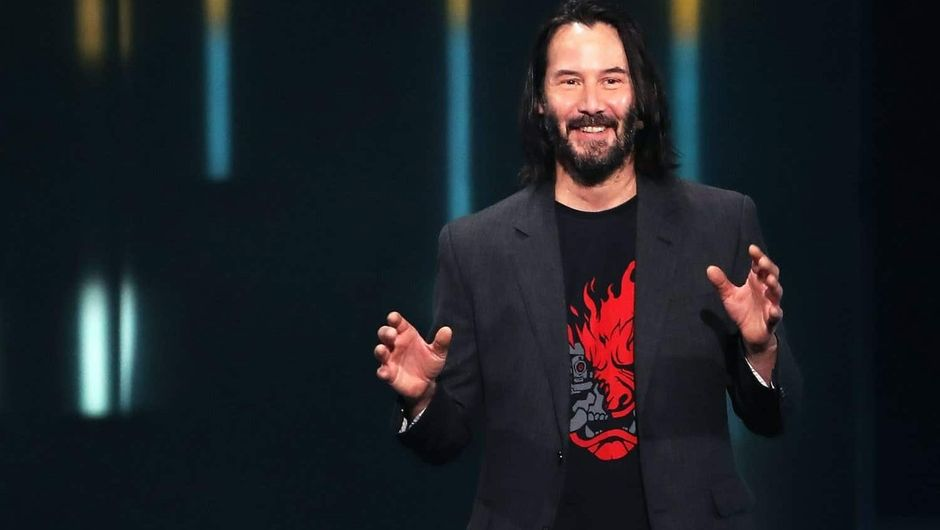 photo showing keanu reeves at e3 2019 stage