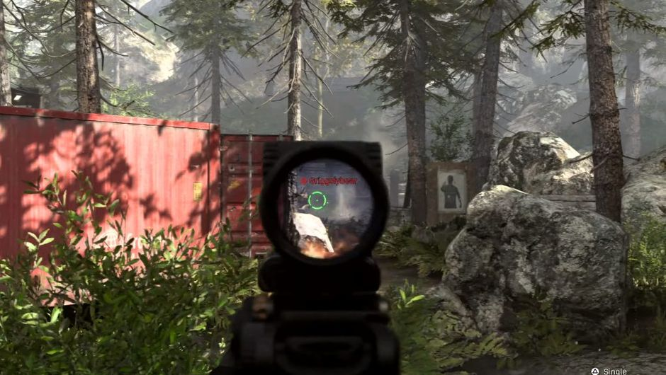 Call of Duty: Modern Warfare screenshot showing a gunfight