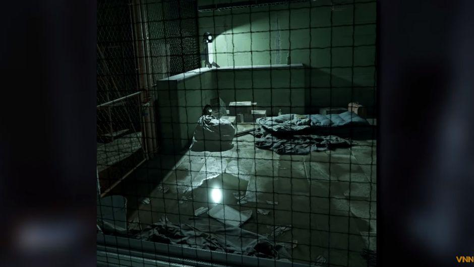 Half-Life: Alyx screenshots showing a dark room