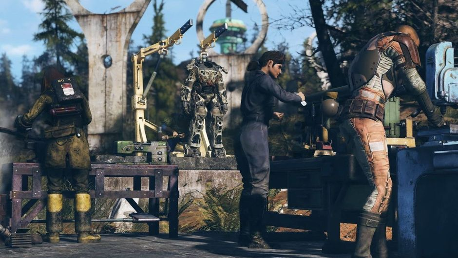 Picture of several people crafting something in Fallout 76