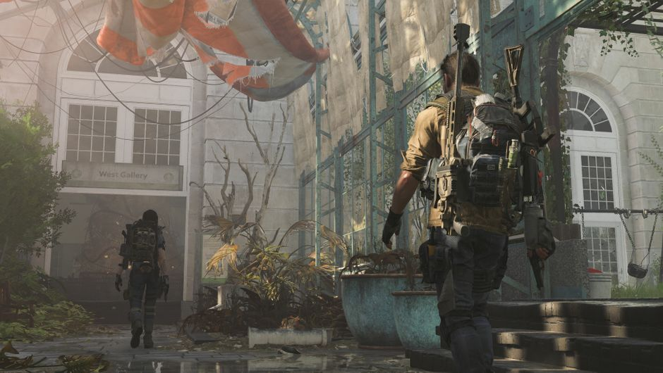 Two Division Agents exploring an abandoned building in The Division 2
