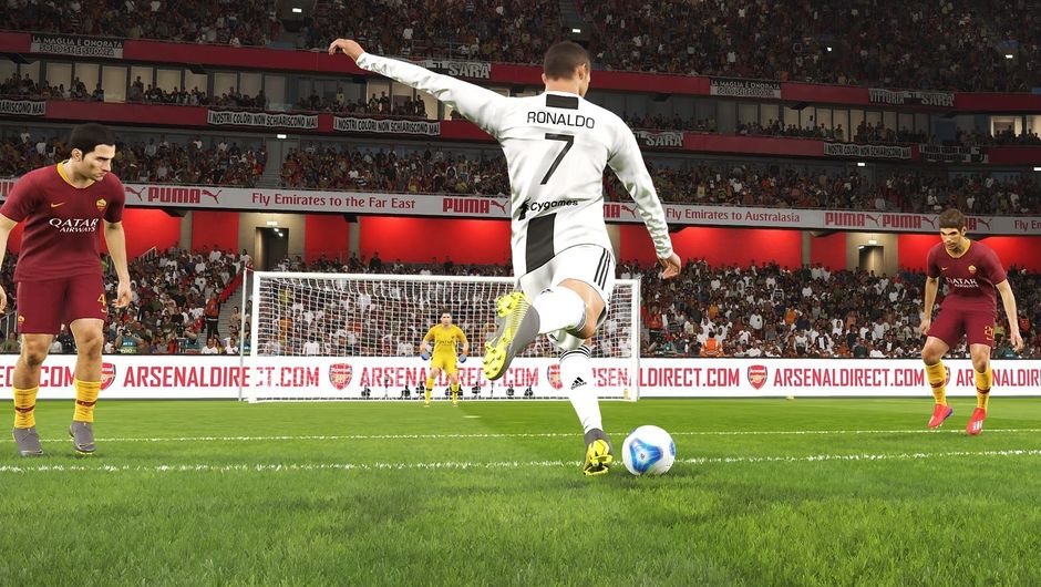 Ronaldo going for a shot in PES 2019.