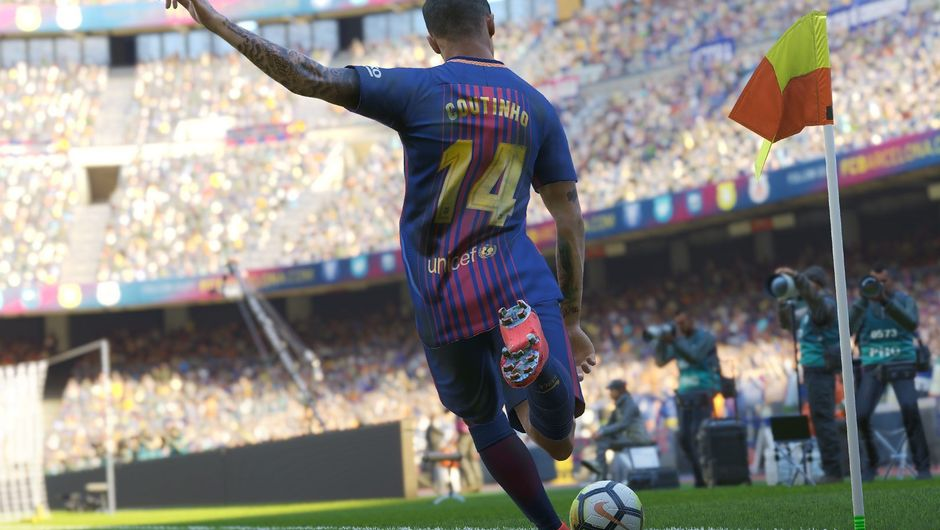Philippe Coutinho is preparing to take a corner kick in PES 2019
